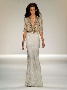 Love the simplicity and elegance of this gown....