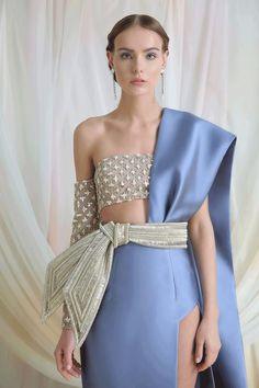 Azzi & Osta Haute Couture Memoirs from the Silk Road Estilo Fashion, Look Fashion, High Fashion, Ideias Fashion, Fashion Show, Fashion Design, Cheap Fashion, Fashion Details, Fashion Rings