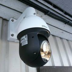 Images FHD Haute Qalité: Avec une résolution de 1920* 1080P,vous pouvez parfaitement enregistrer les moments de croissance de votre enfant et enregistrer les merveilleux moments de la famille et des animaux domestiques. Vision Nocture: 9 LEDs infrarouge 850nm vous permet de visionner une vision nocturne extra-claire pendant la nuit jusqu'à 30 pieds, vous offrez une très fluide et claire vidéo et image toute la nuit. Audio Bidirectionnel: Avec le microphone et le haut-parleur intégrés, vous pouve Camera Surveillance Wifi, Carte Sd, Nocturne, Riding Helmets, Images, Electronics, Night, Kid