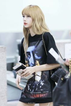Read Lisa (Blackpink) from the story My photo by _Kang_Ha_Neul_ (Kang Ha Neul) with 20 reads. Blackpink Fashion, Korean Fashion, Fashion Outfits, Jennie Blackpink, Blackpink Lisa, Kpop Girl Groups, Kpop Girls, Korean Girl, Asian Girl