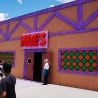 Moe's Tavern - Homer Simpsons' favorite bar is faithfully recreated in Fast Food Blvd and filled with great photo ops like The Love Tester and a actual-sized(?) Barney Gumble figure. Here you can quench your thirst with the exclusive Duff beer (if you're 21 or over) or watch in awe as the signature Flaming Moe drink is brought to life in front of your eyes.