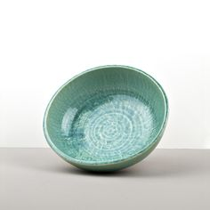Turquoise color is very trendy and makes your foodstyling brighter 😊👌🏻how do you like this turquoise serving bowl? Turquoise Color, Serving Bowls, Decorative Bowls, Japan, Shapes, Tableware, Dinnerware, Tablewares, Dishes