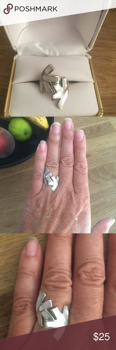 Beautiful mother of pearl silver Art Deco ring. Beautiful mother of pearl silver Art Deco ring.size 6. Jewelry Rings