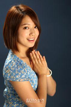 Asian Celebrities, Beautiful Celebrities, Celebs, Pretty Asian, Beautiful Asian Girls, Medium Hair Styles, Short Hair Styles, Korean Actresses, Asian Actors
