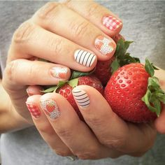 What a fun summertime mixed mani w/this month's Sisters' Style - Fruit Stand  🌞🌞🌞 #Jamberry #NailWraps #ManiPedi #Manicure #Pedicure #PrettyNails #NailSwag #JamminNailsByKim #NailArt #NOTD #Beauty #DIYNails #DIYBeauty #DIYNailArt #Nails2Inspire #NailDesign #NonToxic #NonToxicBeauty #CleanBeauty #Vegan #CrueltyFree #TheLittleThings #NailsOfInstagram #Nailstagram  #Summer #MixedMani #SistersStyle #FruitStand