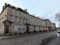 65-84 Carlton Place, Glasgow. Peter Nicholson 1813-18. Classical 3-storey and basement 33-bay terrace.