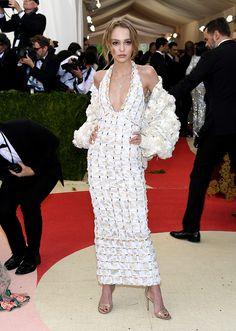 Lily Rose Depp en Chanel | Galería de fotos 50 de 128 | VOGUE