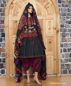 Dress with various ages of embroidery and materials. Circa 1900 to 1990 Nuristan (Kafiristan) Northeastern Afghanistan Looks Greek? Ethnic Fashion, Indian Fashion, Arab Fashion, Woman Fashion, Costume Ethnique, Afghani Clothes, Afghan Girl, Look Short, Afghan Dresses
