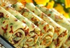Crêpes salées au fromage et à l'aneth (ou autres herbes au choix) - Recette russe - Сырные блины с зеленью Cheese Pancakes, Savory Pancakes, Hungarian Recipes, Russian Recipes, Herb Recipes, Cooking Recipes, Pancake Fillings, Good Food, Yummy Food