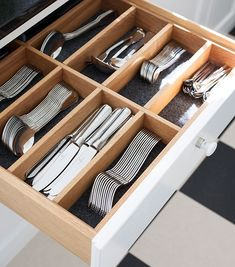 30 Awesome Small Kitchen Storage Ideas 30 Awesome Small Kitchen Storage Ideas - If you're looking for a solution to meet a problem and have found this discussion by searching for that, then by all means, keep reading. You're bound. Kitchen Drawer Organization, Small Kitchen Storage, Smart Kitchen, Kitchen Drawers, Home Organization, Organized Kitchen, Kitchen Cabinets, Kitchen Small, Small Storage
