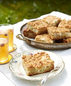 Mehevä raparperipiirakka | Maku Swedish Recipes, Sweet Recipes, Crumble Pie, Rhubarb Crumble, Baking Recipes, Cake Recipes, Frozen Cheesecake, Sweet Pie, Pie Dessert