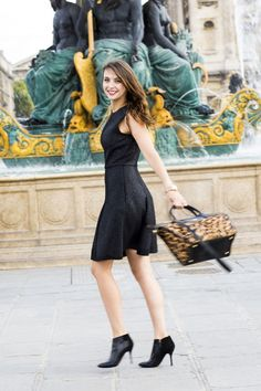 French blogger The Brunette / Emilie has created Longchamp looks on her blog, starring Le Pliage Héritage Luxe
