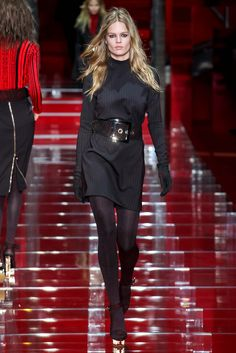 Versace Fall 2015 Ready-to-Wear - Collection - Gallery - Style.com http://www.style.com/slideshows/fashion-shows/fall-2015-ready-to-wear/versace/collection/6