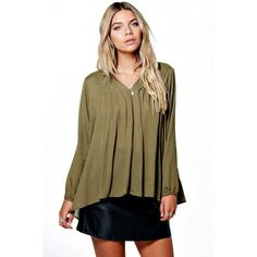 Boohoo Bella V Neck Crinkle Pleat Detail Blouse ($20) ❤ liked on Polyvore featuring tops, blouses, khaki, jersey crop top, v neck blouse, basic t-shirt, crinkle blouse and v neck jersey