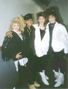 Kids Incorporated ♥ ♥ loved the clothes, the songs, the skits..loved!(RB)