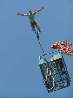 Bungee Jumping Jesus- my favorite! Religious Humor, Atheist Humor, Religious People, Humor Religioso, Jesus Funny, Jesus Humor, Anti Religion, Bungee Jumping, Jesus Pictures
