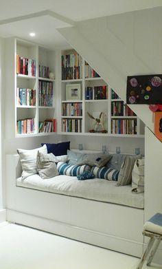 meuble sous pente, bibliothèque sous escalier