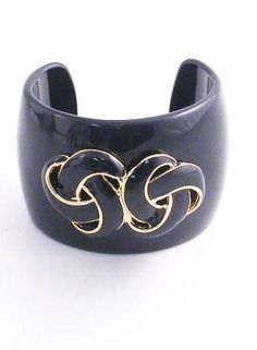 Does this cuff take your breath away? It could be yours just in time for Summer! Go enter and get in to win with Queen Grace & Stiletto Siren in Stiletto's Year Of Giveaways!