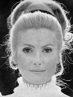 Portrait de Catherine Deneuve en avril 1968 à Paris à l'occasion de la sortie du film « Benjamin »