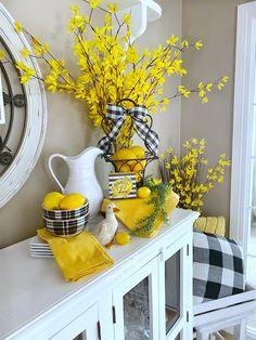 Dining Delight: Lemons and Forsythia in Spring Decor Lemon Kitchen Decor, Yellow Kitchen Decor, Kitchen Themes, Kitchen Island Decor, Country Decor, Farmhouse Decor, Mellow Yellow, Bright Yellow, Yellow Tulips
