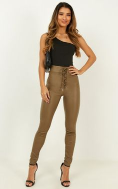 Complete your look with the Quick Question Pants In Khaki from Showpo! Buy now, wear tomorrow with easy returns available. Fall Fashion Outfits, Autumn Fashion, Fashion Tips, Fasion, Best Beauty Blender, Minimal Outfit, Clothing Sites, Skinny Pants, Women's Pants