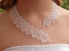 "Collier ""Florence"" blanc en dentelle aux fuseaux et perles en cristal : Collier par paulette-derive What a good idea for using something like a simple bookmark pattern."