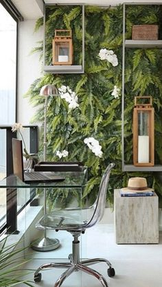 The addition of a green wall to this office make it look so relaxing and inviting. We just love this idea.