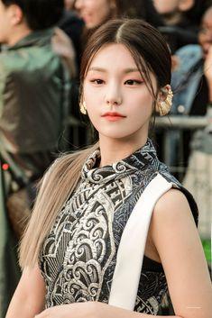 dedicated to female kpop idols. Kpop Girl Groups, Korean Girl Groups, Kpop Girls, New Girl, K Idols, Cute Girls, Dancer, Like4like, Entertainment