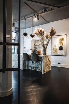 Clairz Interior Design | Voorma en Walch Interior Design Tips, Interior Inspiration, Interior And Exterior, Interior Decorating, Rustic Kitchen Design, Villa, Cuisines Design, Kitchen Styling, Home Kitchens