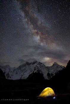 Massif (Gilgit Baltistan, Pakistan), by Rizwan Saddique via Moon Sea, Sun Moon, Camping Sauvage, Paradise Hotel, Gilgit Baltistan, Hiking Photography, Star Cloud, Paradise On Earth, Beautiful Sky