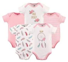 Add an adorable staple to your little one's wardrobe with the Dream Catcher Short Sleeve Bodysuits from Hudson Baby. Each bodysuit is made from soft cotton and features a sweet dream catcher theme, perfect for use as underwear or on its own. The Babys, Toddler Outfits, Boy Outfits, Baby Girl Newborn, Baby Boy, Baby Girls, Baby Vision, Boho Baby, Baby Size