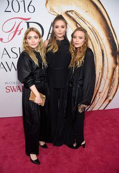 Pin for Later: Mary Kate et Ashley Olsen Se Rendent aux CFDA Awards Avec Leur Petite Soeur