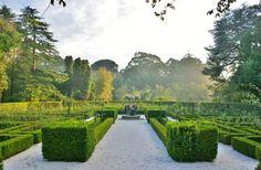 Jardim de rosas formal, no Parque de Serralves, cidade do Porto, considerado o maior roseiral de Portugal. Fotografia: Karl Gercens no Flickr.
