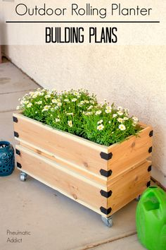 How to make a simple cedar outdoor rolling planter with free building plans.