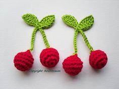 2 Kirschenpaare  rot, Apfelgrün   gefüllt mit Watte  ca. 7cm   Geeignet für: Kaufmannsladen, Kinderküche, Schmuck, Aufnäher, Anhänger,  ...