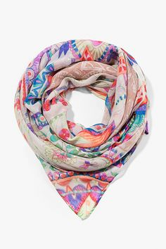 Rectangular scarf with a super trendy paisley print.