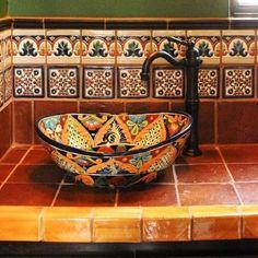 Lavamanos estilo mexicano.: It's so colorful. A really nice looking wash basin.