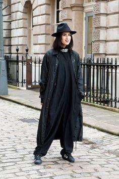 Non solo spolverino: tante idee anti pioggia dalla London Fashion Week