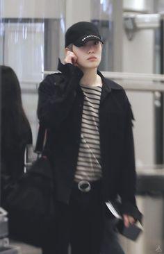 Jaehyun Nct, Jung Yoon, Valentines For Boys, Jung Jaehyun, Airport Style, Airport Fashion, Black Blazers, Taeyong, Boyfriend Material