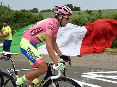 Giro D'Italia Stage 7 Contador looked strong during the stage despite dislocating his shoulder 24 hours earlier