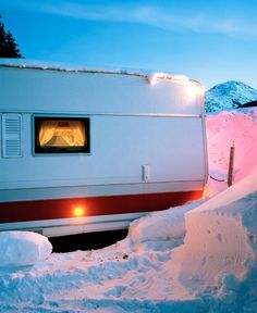 Wintercamper is a photographic series by Daniel Gebhart de Koekkoek. People camping in the snowy landscape of St. Moritz in winter. Winter Camping, Go Camping, Camping Hacks, Die Allgäuerin, St Moritz, Rv Parks, Travel Alone, Happy Campers, Solo Travel