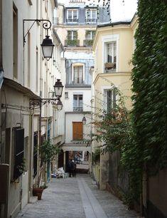 Passage des Postes entre le 104 de la rue Mouffetard et le 55 de la rue Lhomond. Paris 75005.