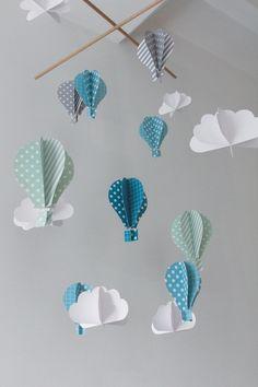 Un mobile montgolfière - Zimmer Diy Mobil Origami, Origami Mobile, Paper Mobile, Diy Origami, Diy Mobile, Mobile Art, Hanging Mobile, Diy Hanging, Simple Mobile
