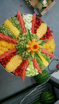Best 10 Getting Creative with Fruits and Vegetables: 40 Cute Crea SkillOfKi FR. - Best 10 Getting Creative with Fruits and Vegetables: 40 Cute Crea SkillOfKi FRUITS - Party Platters, Veggie Platters, Veggie Tray, Food Platters, Party Trays, Fruit Buffet, Fruit Dishes, Fruit Trays, Fruit Snacks