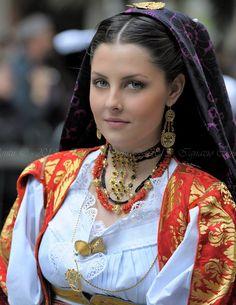 サルデーニャ島・ドルガーリの民族衣装