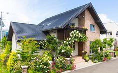 Japan House Design, Sims House Design, Kerala House Design, Bungalow House Design, House Front Design, Hut House, House Roof, Facade House, Dream House Exterior