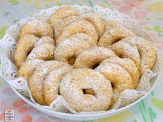 Biscotti ciambelline: adatti per la colazione, da inzuppare nel latte, non troppo dolci, semplici da preparare. ve li consiglio.