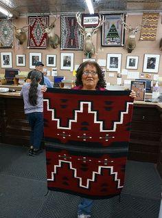 Native American Rugs, Native American Patterns, Native American Artwork, Native American Crafts, Navajo Weaving, Navajo Rugs, Weaving Art, Navajo Language, Southwestern Rugs