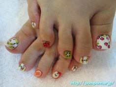 フルーツ柄が可愛いフットネイル  foot nail fruit pattern is cute. Thumb has a cross-section of art art banana fruit, cherry, nails other white base. Little finger and index finger to the stripe in clear base, I put the character.