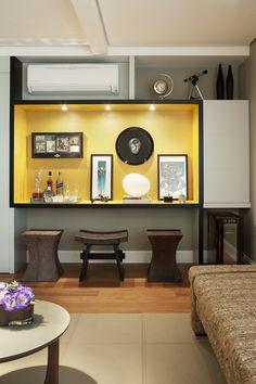 Marcenaria Personalizada e Iluminação Pontual : Salas de estar modernas por KTA - Krakowiak & Tavares Arquitetura